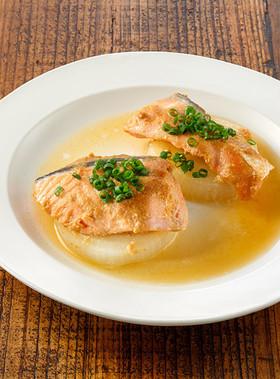 生鮭とたまねぎの味噌煮込み蒸し