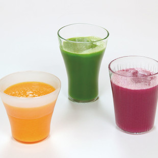 青菜と梨のグリーンジュース(写真中央)