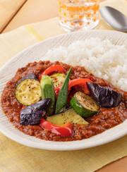 夏野菜とひき肉の彩り☆トマトカレーの写真