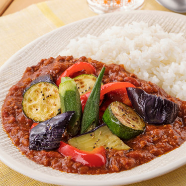 夏野菜とひき肉の彩り☆トマトカレー