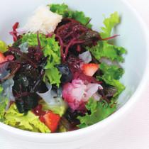 海藻とベリーのサラダ