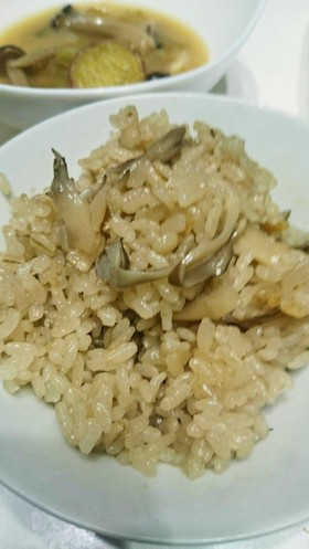 舞茸と押し麦の炊き込みごはん。
