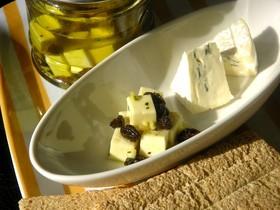 ■レーズンとチーズのオイル漬け■
