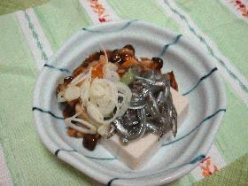 刺身小女子と湯葉豆腐のきのこあん