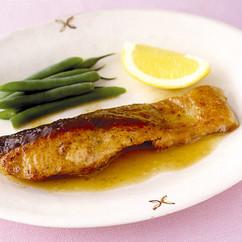鮭のレモンバタームニエル