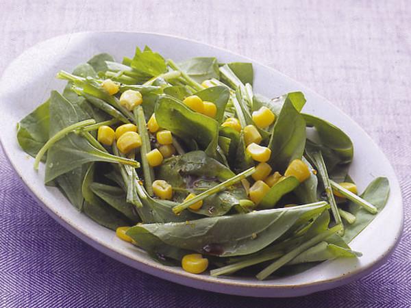 ほうれん草とコーンのサラダ