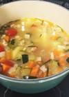 身体に優しい押麦と野菜の食べるスープ