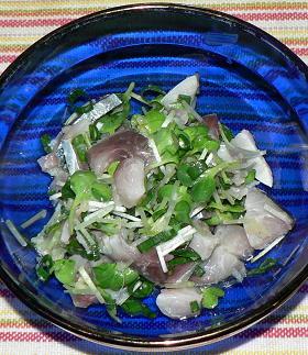 しめ鯖とかいわれ菜の生姜甘酢味