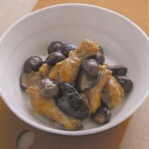 鶏手羽肉と栗のうま煮