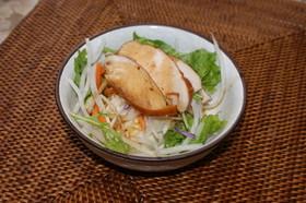 スモークチキンと豆腐のサラダ