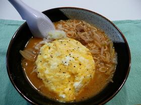 チーズオムレツinキムチ鍋ラーメン