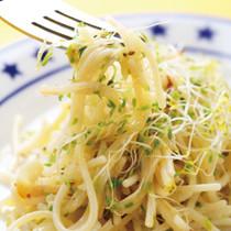 スプラウトの塩麹ペペロンチーノ