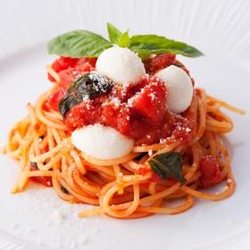 バジルとモッツァレラのトマトパスタ