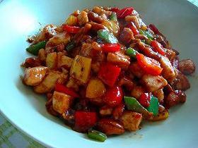 宮保鶏丁(鶏肉とナッツの炒め物)