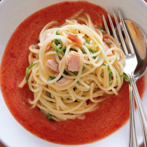 「まるごと冷凍トマト」の冷製トマトソースパスタ