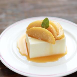 濃厚ミルク寒天 桃のキャラメルソース