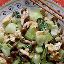 青梗菜とふわふわ卵の塩味炒め