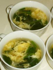 定番★ふんわり玉子とほうれん草のスープの写真