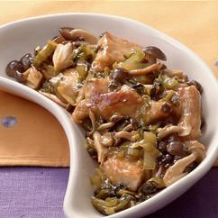 豚肉、高菜、きのこの炒めもの