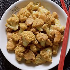 カリフラワーと鶏肉のカレー炒め
