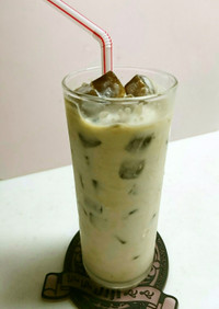 コーヒー氷でシャリシャリなカフェオレ♪