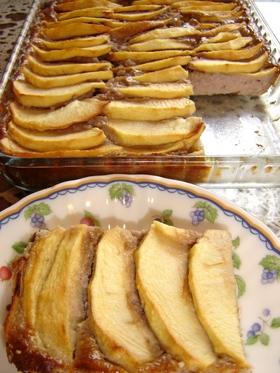 りんごで飾ったフルーツヨーグルトケーキ