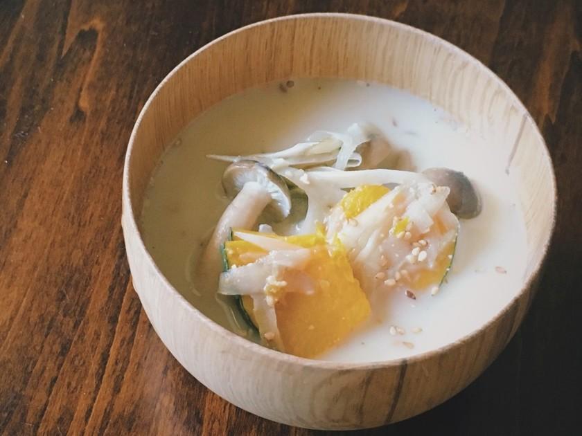 秋のまろやか豆乳ごま味噌汁