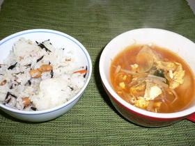 もやしとキムチのスープ