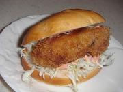 広島(カキフライ)バーガーの写真