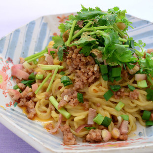 夏の薬味野菜たっぷり汁なし担々麺