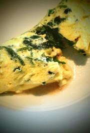 コンビーフとほうれん草のチーズオムレツの写真