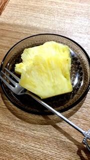 パイナップルの切り方の写真