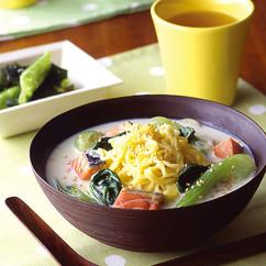 青梗菜と鮭の豆乳ラーメン