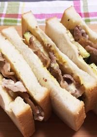 豚切り落とし肉でサンドイッチ