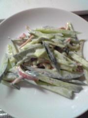 ピリリと胡椒がきいてるカニカマサラダの写真
