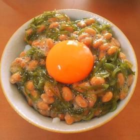 簡単めかぶ納豆のふわふわご飯
