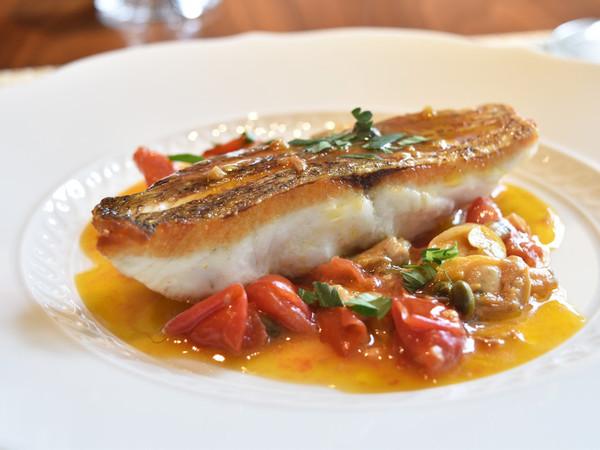 真鯛のグリル アサリとフレッシュトマト、ケッパーのソース