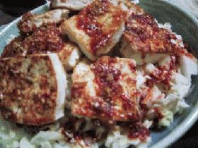豆腐ステーキのピリ辛サラダ