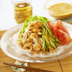 たっぷりごまだれの棒棒鶏サラダ麺
