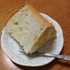 ホワイトチョコチップ入りのエンジェルフードケーキ