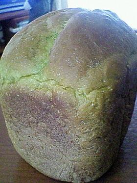 大麦若葉粉末入りパン