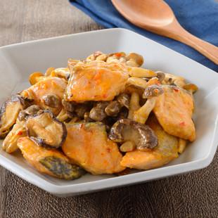 鮭ときのこのピリ辛マヨ炒め