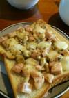 お魚ソーセージとチーズのトースト