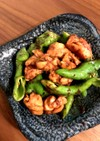 スパイシー焼鳥と万願寺トウガラシの炒め物