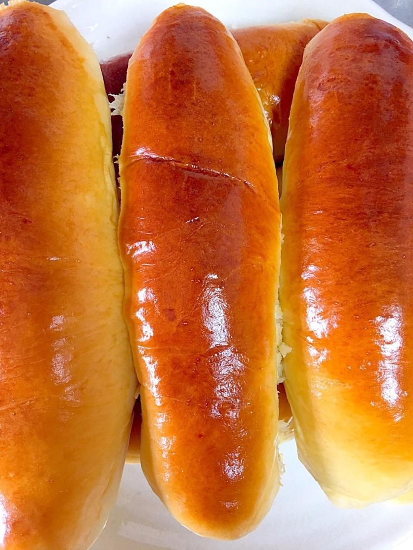 簡単な自家製ホットドッグのパン