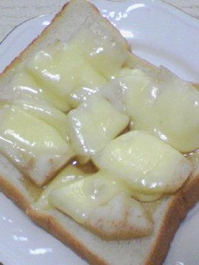 洋梨がじゅわ~っと美味しいピザ風トースト