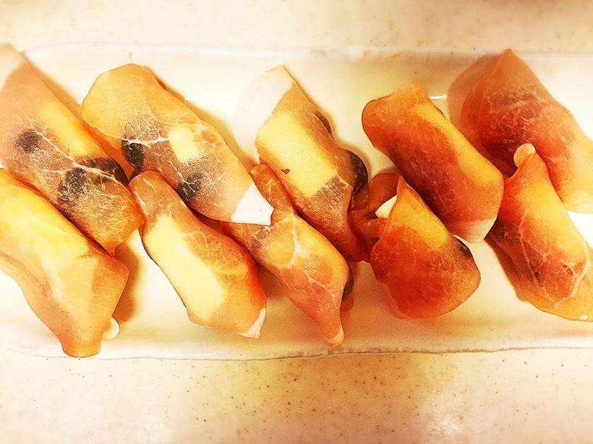 ぶどうとチーズの生ハム巻き