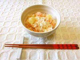 秋鮭とじゃがいもの炊き込みごはん