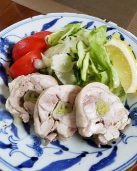 ネギの旨味が染み込んだ美味しい蒸し鶏