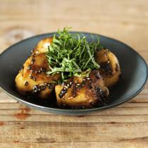 里芋の黒ごま照り煮